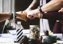 Meer samenwerking tussen overheid en bedrijfsleven